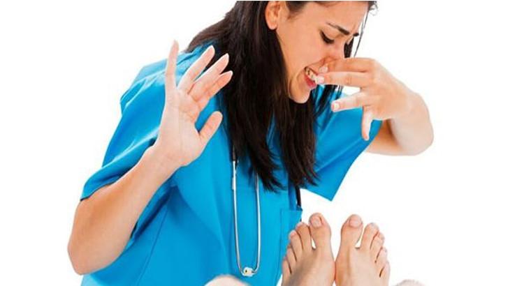 Consejos-para-acabar-con-el-mal-olor-de-pies-en-verano